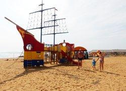 Развлечения на пляже Санта Круз Феодосия