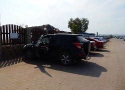 Парковка у пляжа Санта Круз в Феодосии