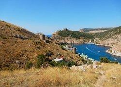 Балаклава вид на бухту и руины крепости Чембало
