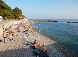 Общедоступный пляж за парком санатория Форос возле детского лагеря
