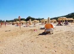 Пляж возле отеля Лагуна в Песчаном