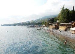 Вид на центральные пляжи Гурзуфа