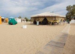 Общедоступный пляж на Симферопольской с удобной парковкой для автомобилей Евпатория