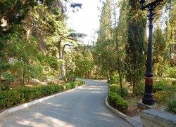 Парковая аллея к морю возле Ripario Hotel Group