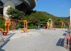 Детская площадка возле пляжа санатория Курпаты
