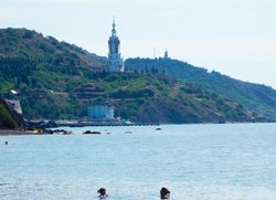 Вид на Храм-маяк святого Николая Чудотворца Солнечногорское