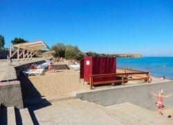 Удобства на пляже в Угловом