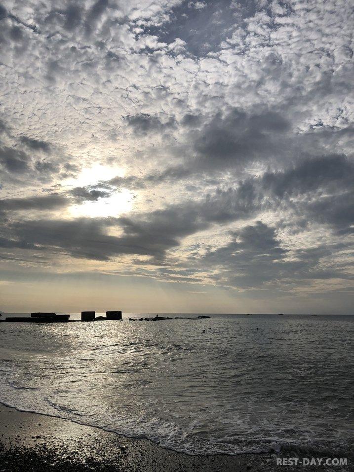 пробежка на берегу моря в Алуште