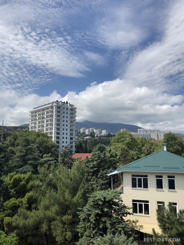 """вид из окна в парк-отеле """"Прага"""", Алушта"""