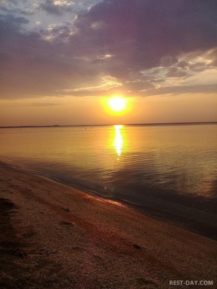 Пляж в Феодосии песчано-ракушечный