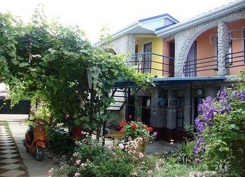 Уютный дворик в Крыму Николаевка
